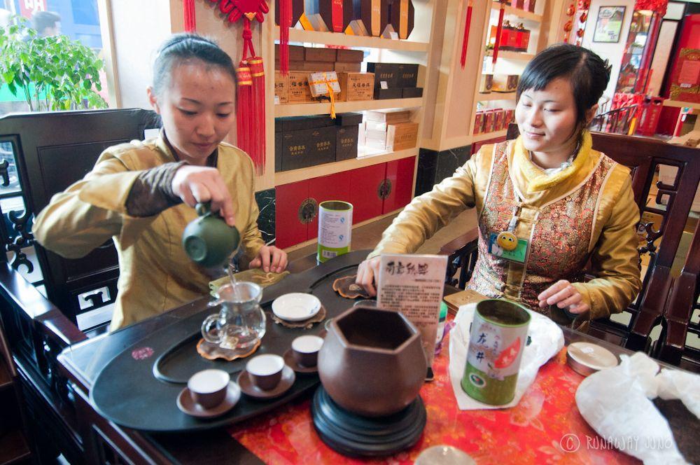 Puer_Tea_Tasting_Kunming_Yunnan_China
