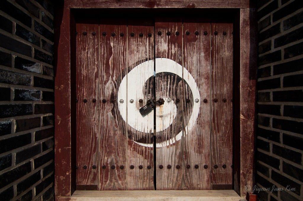 Korea-Suwon-Hwaseong-door