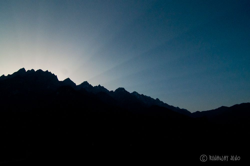 Sunrise-Tiger-Leaping-Gorge