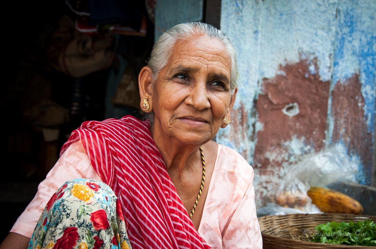 Rajasthani woman at the local market, Jodhpur, India